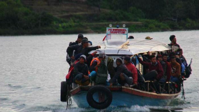 kapal danau toba kelebihan muatan
