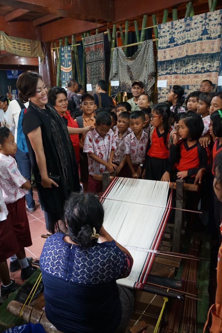 Pagelaran Ulos Festival Tenun Nusantara 2018