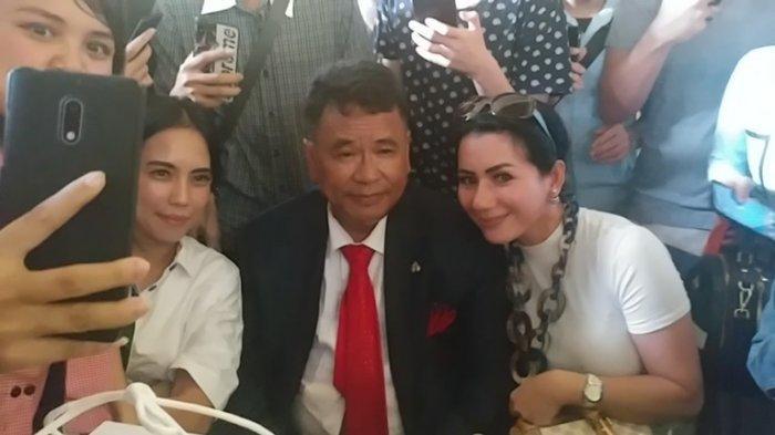 hotman paris bersama wanita cantik