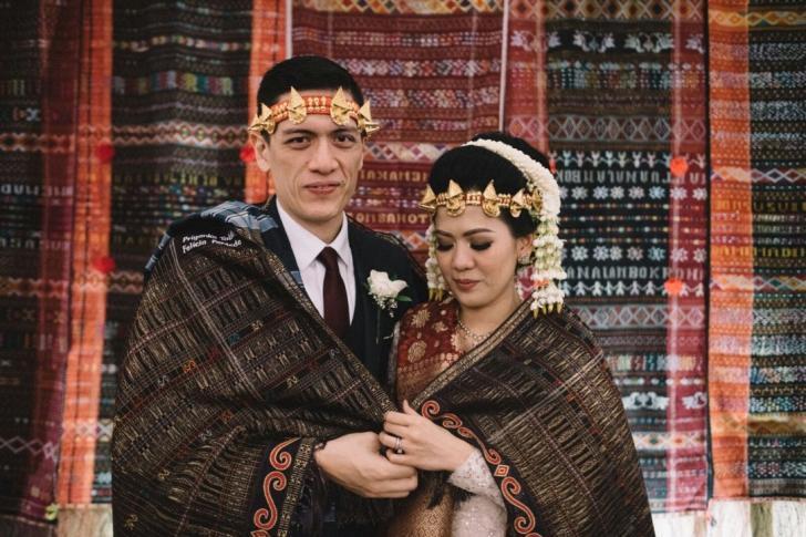 17 Busana Adat Batak Untuk Tampil Istimewa Di Hari Pernikahan
