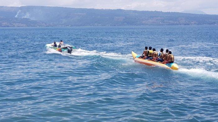banana boat di danau toba