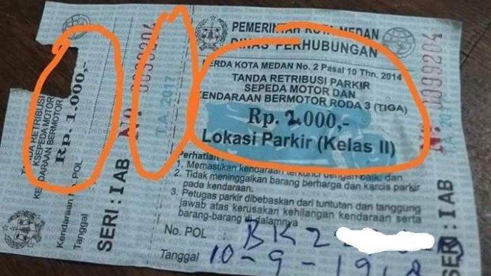 Tanda retribusi parkir yang diterima Tina Sumbayak. (Facebook/Tina Sumbayak)
