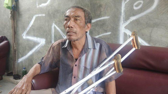 Ayah Stefan Sihombing, Poltak Sihombing saat ditemui di rumah duka, Kamis (21/2/2019). (Tribun Medan)