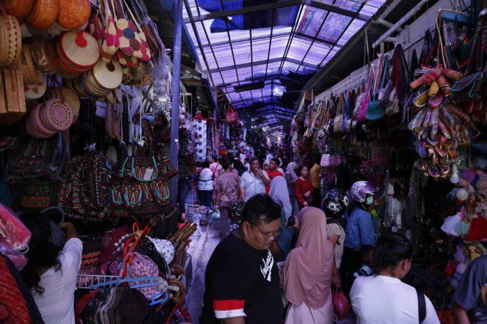Pasar Cinderamata Tomok Samosir