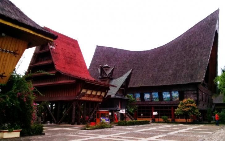 Hal Hal Yang Bisa Kamu Temui Di Anjungan Sumatera Utara Di Tam